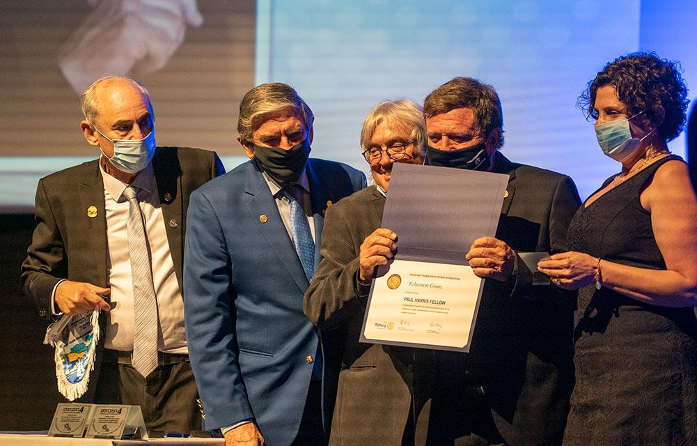 יהורם גאון מקבל את עיטור פול האריס - רוטרי הוד הכרמל (צילום: ירון כרמי)