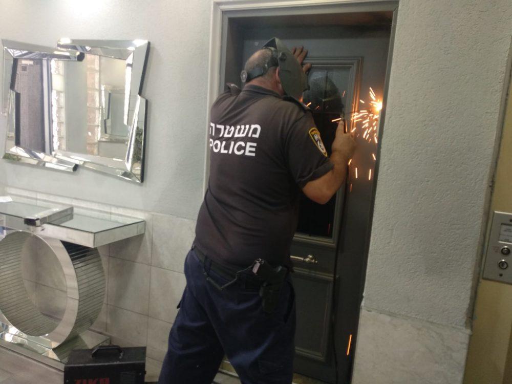 סגירת בית בושת בחיפה (צילום: משטרת ישראל)