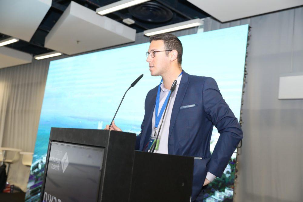דוד עציוני בכנס הכלכלה בחיפה (צילום: מיכה בריקמן)