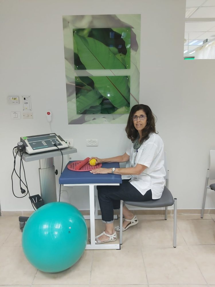 ענת פנחסוביץ - מנהלת מכון פיזיותרפיה החדש של כללית בגרנד קניון (צילום: כללית)