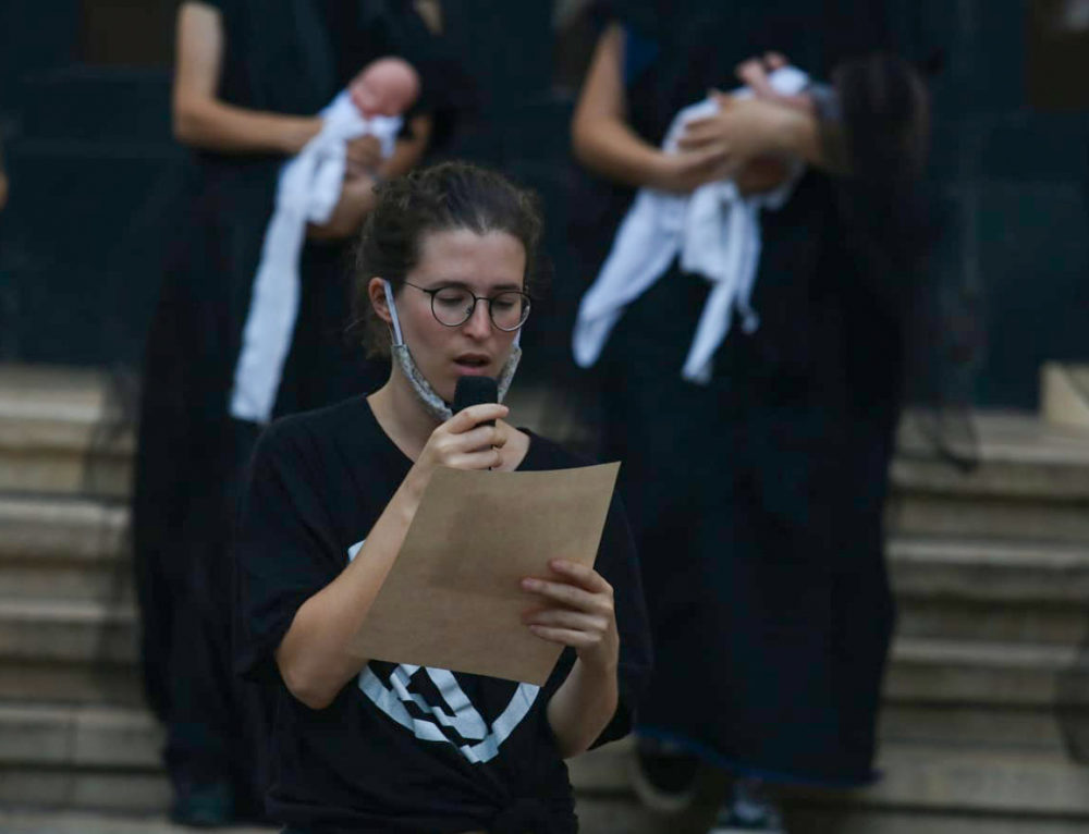 """מורן בן צבי, פעילה בתנועת """"המרד בהכחדה"""" (צילום: אלונה שרף)"""