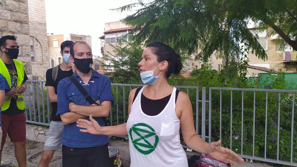 הלוויה לכדור הארץ | הפגנה מול עיריית חיפה - המרד בהכחדה (צילום: חגית אברהם)