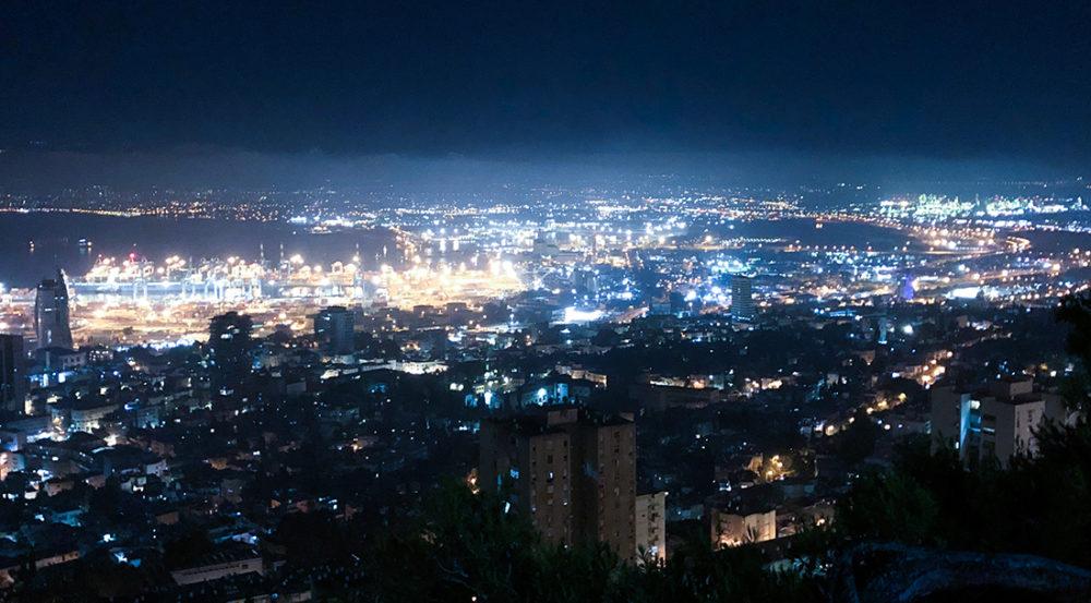 זיהום אוויר כבד במפרץ חיפה בשעות הלילה - מתחם בתי הזיקוק (צילום: חי פה בשטח)