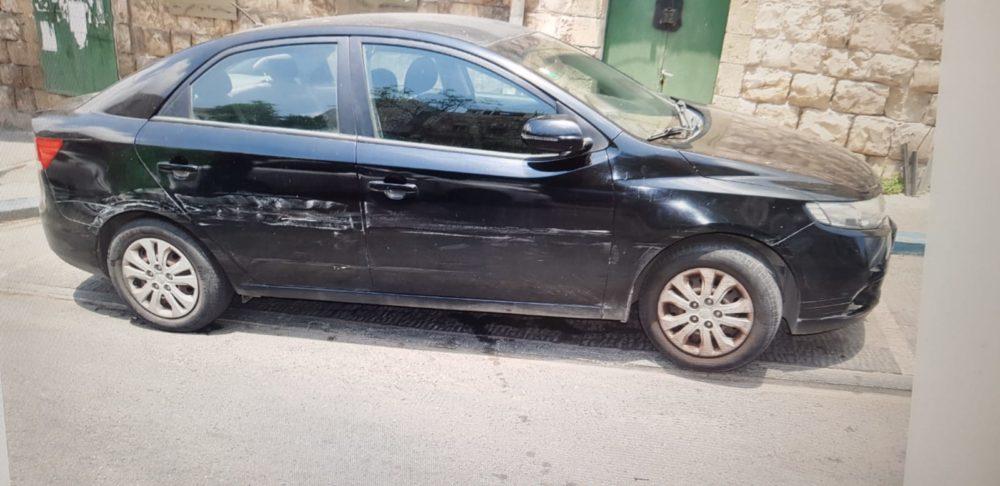 רכב חונה שנפגע מרכבו של החשוד