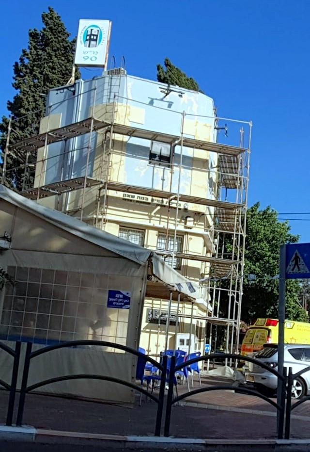 מגדל המים בשכונת נווה שאנן בשיפוצים (צילום: ועד נווה שאנן ורמות רמז)