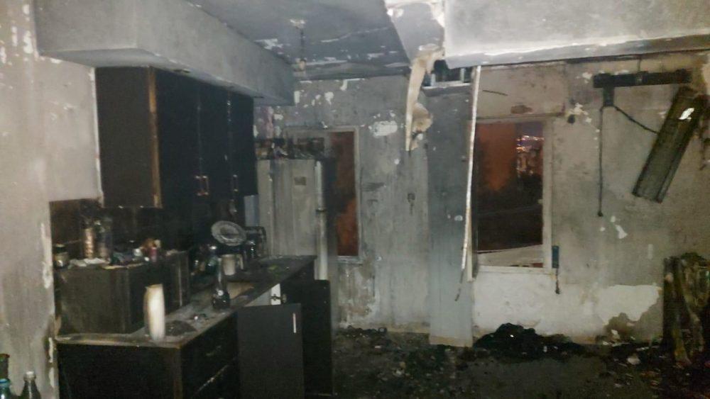 דירה נשרפה כליל (צילום: כבאות והצלה)