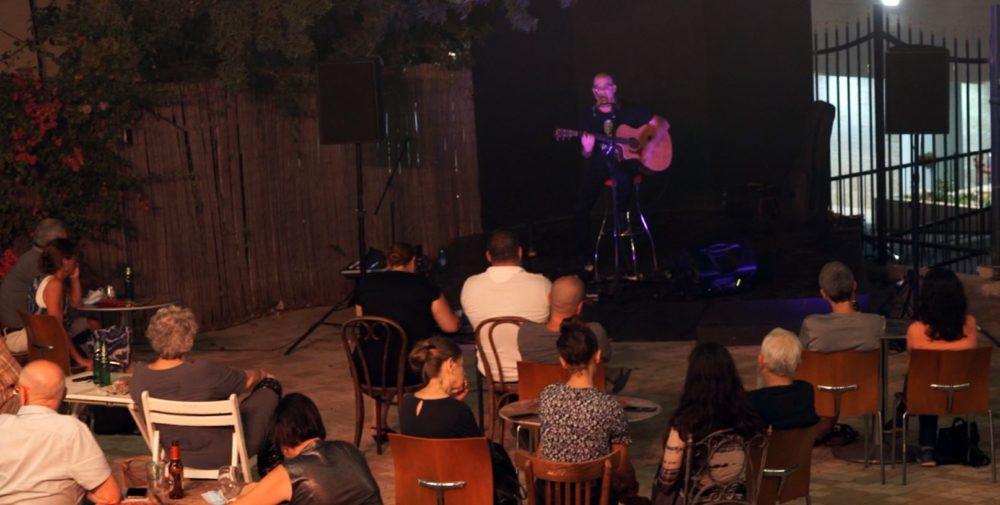 דן תורן בהופעה - תאטרון חיפה - הופעות תחת כיפת השמים בעידן הקורונה (צילום: ירון כרמי)