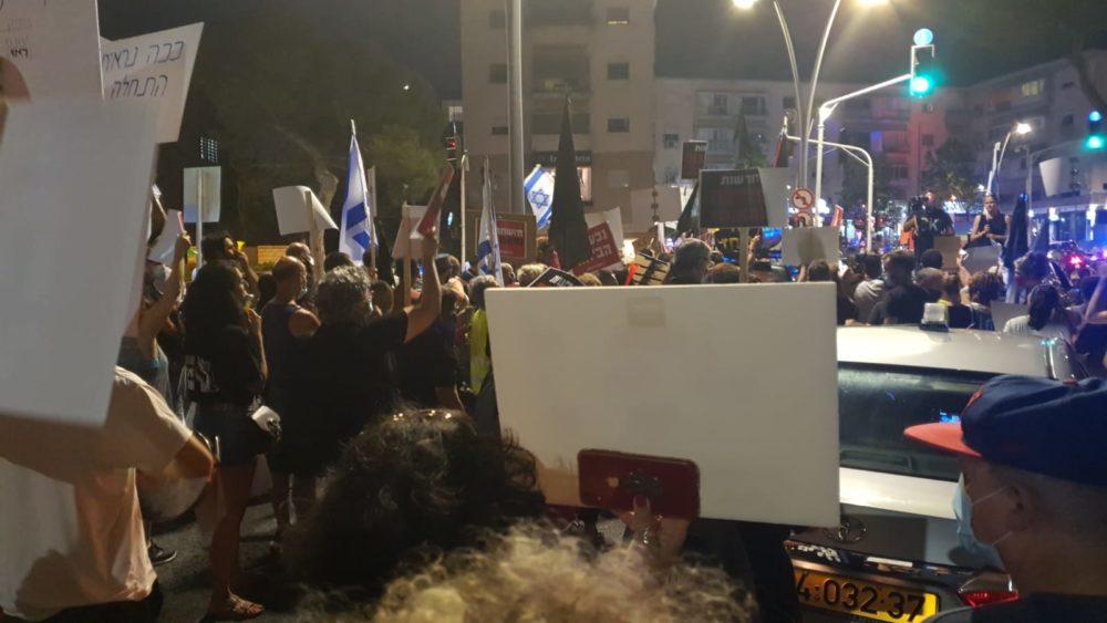 הפגנה במרכז הכרמל בחיפה נגד השחיתות של נתניהו 20/8/20 (צילום: סיגל שטרנברג)
