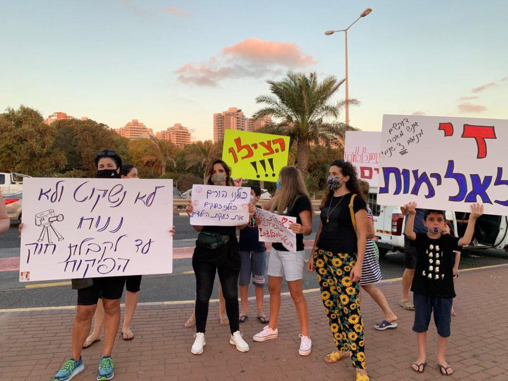 ההפגנה נגד האלימות בגני הילדים ולמען חוק הפיקוח - חיפה - צומת מקסים (צילום: נגה כרמי)
