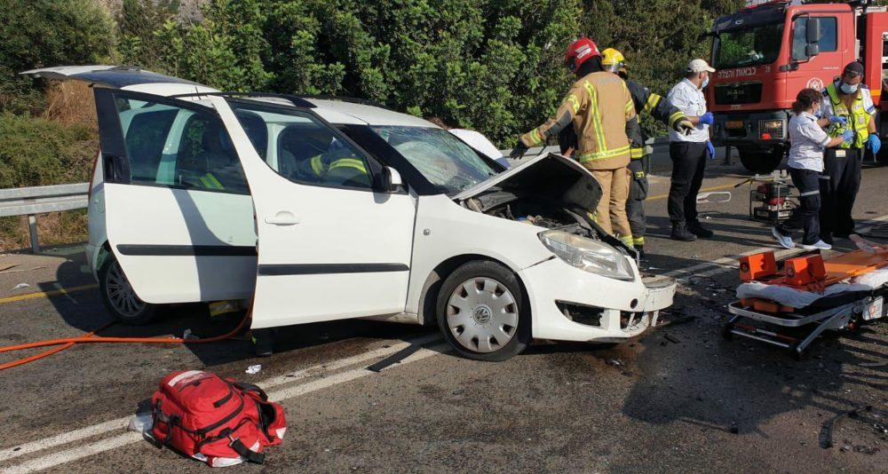 תאונת דרכים קשה בכביש 4 (צילום: כבאות הצלה)