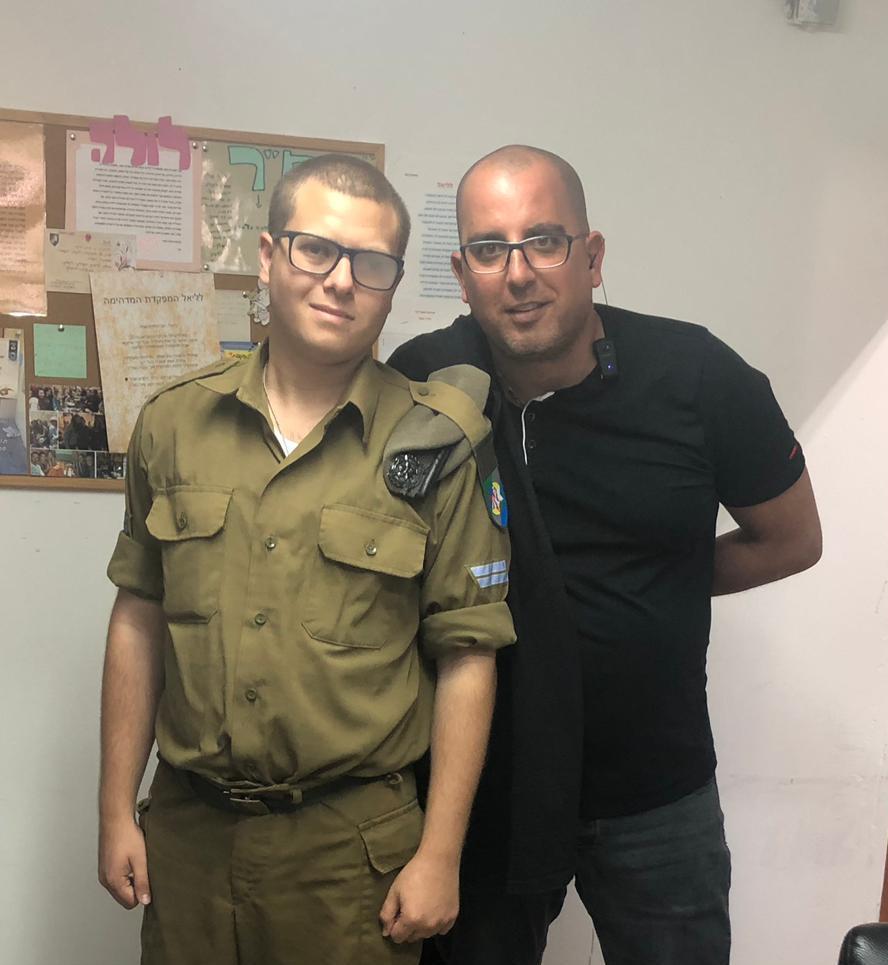 """סמל עומר מטיס ורס""""ב אביחי עזרד"""