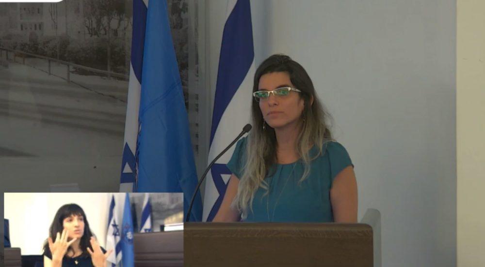 סאלי גליצנשטיין במהלך הדיון בנושא יפה נוף במועצת העיר חיפה (צילום: עיריית חיפה)