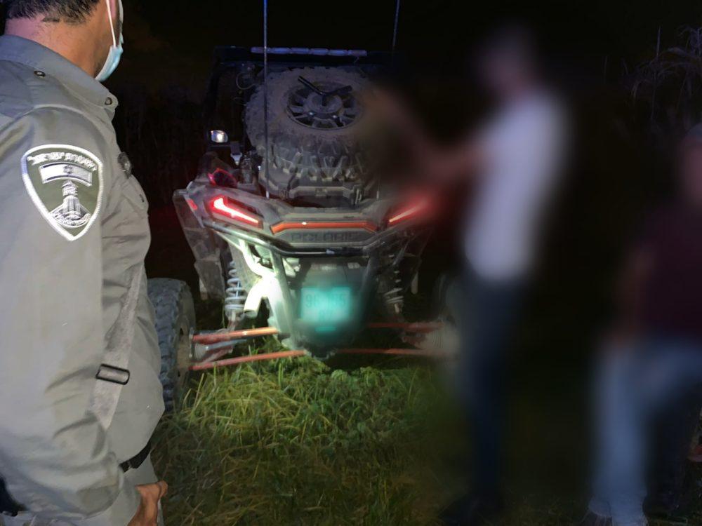 הרכבים והסחורה הגנובה (צילום: דוברות המשטרה)