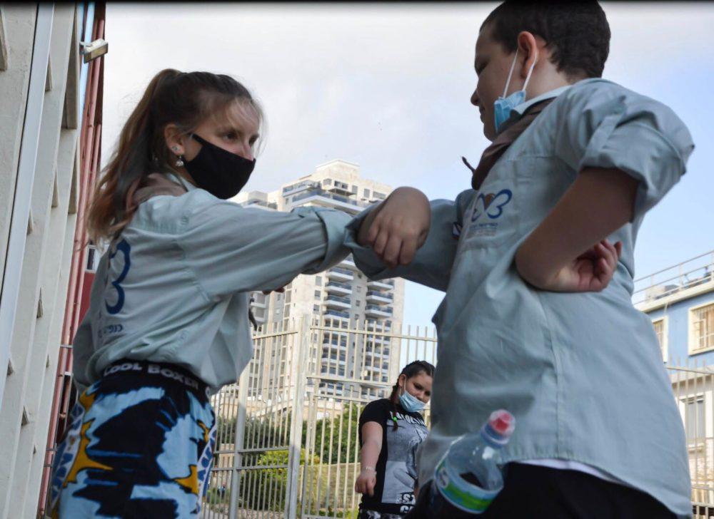 פעילי התנועה בפעולה בתקופת הקורונה (צילום: עידו לאופמן - צוות תקשורת סניף חיפה)