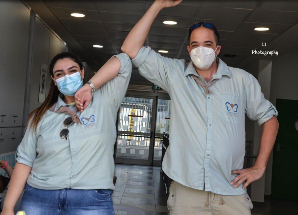 שקד עם הרכז האחראי על שמירת התו הסגול (צילום: עידו לאופמן - צוות תקשורת סניף חיפה)