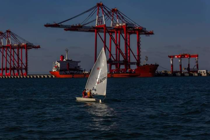נמל הקישון והנמל הסיני - צילומים מהים (צילום: אבי אלבאום)
