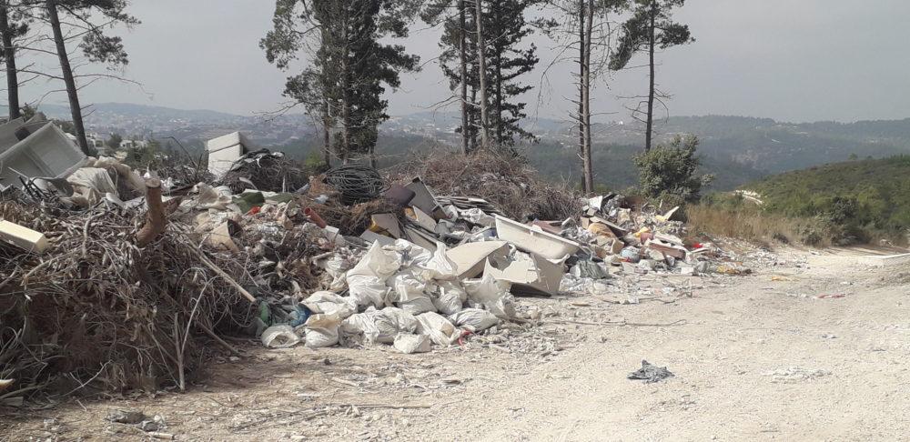 השלכת פסולת בעוספיה (צילום: אורן הרמן, המשרד להגנת הסביבה)