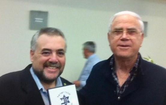 רטנר עם יעקב שחר, יו״ר ונשיא קבוצת הכדורגל מכבי-חיפה (אלבום אישי)