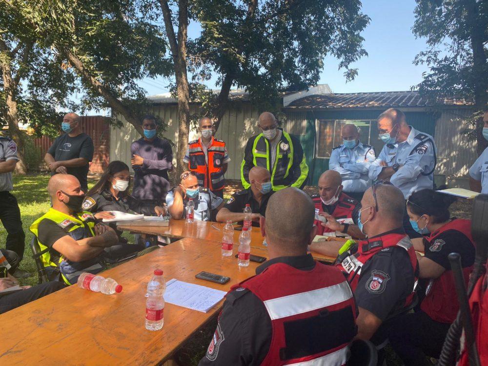 ישיבת סטטוס לשריפה במילואות (צילום: משטרת ישראל)
