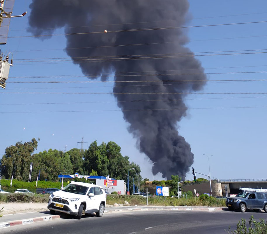 שרפה בפארק תעשיות מילגד מדרום לכפר מסריק (צילום: כבאות והצלה)(צילום: איחוד הצלה)
