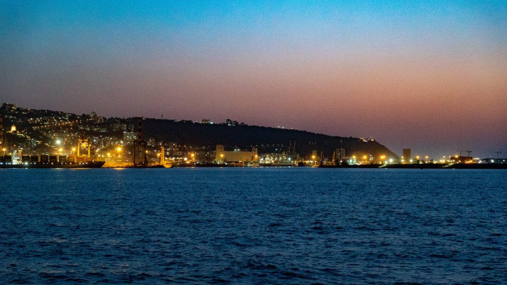 העיר חיפה, נמל חיפה - מבט מנמל המפרץ (צילום: ירון כרמי)