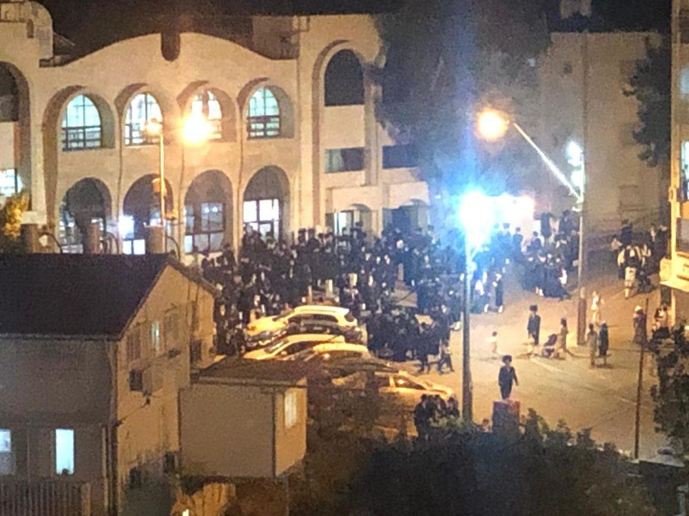 הפרה המונית של הסגר בישיבת יחל ישראל ברמת טז'ניץ בחיפה (צילום: צוות חי פה בשטח)