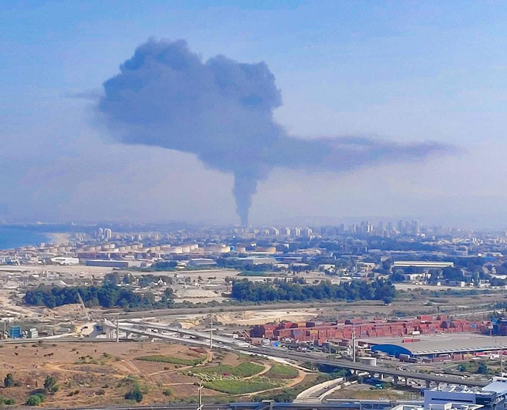 שרפה בחצר מילואות - נעמן (צילום: אלון פיקלר)