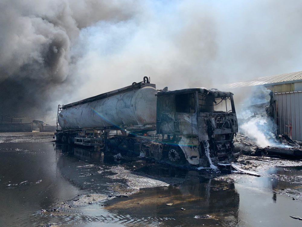 שרפה בפרק תעשיות מילגד מדרום לכפר מסריק (צילום: כבאות והצלה)