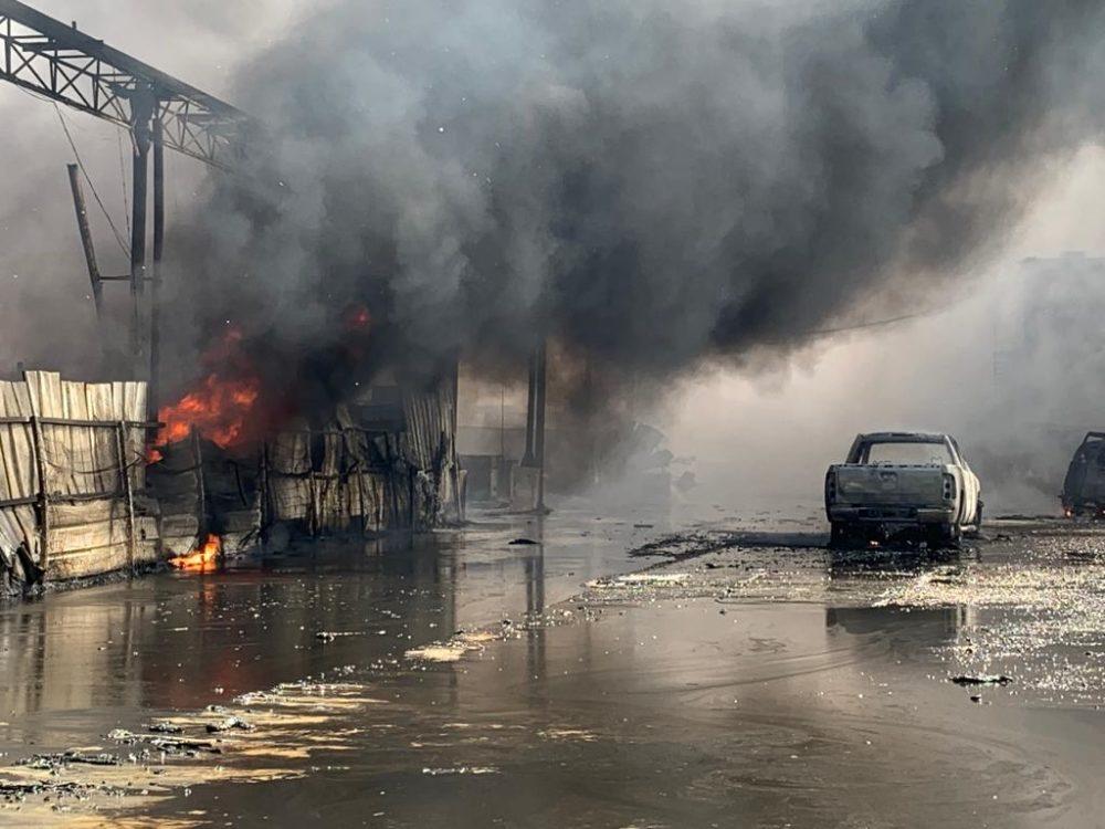 שרפה בחצר מילואות - נעמן (צילום: כבאות והצלה)