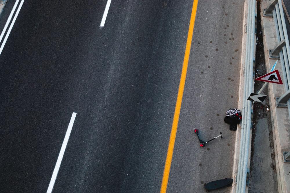 קורקינט וסקייטבורד בכביש הריק || יום כיפור 2020 (צילום: עדי שילר)
