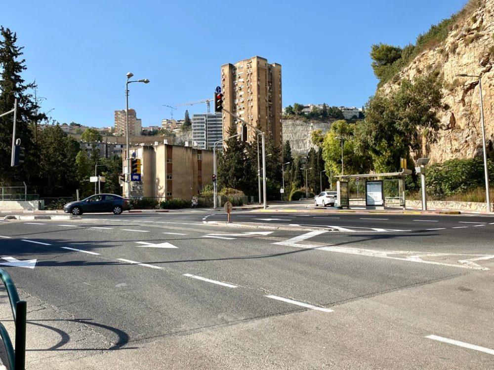 """הכניסה לשכונת """"מעונות גאולה""""  קרדיט צילום: ראובן כהן דוברות עיריית חיפה (צילום: ראובן כהן)"""
