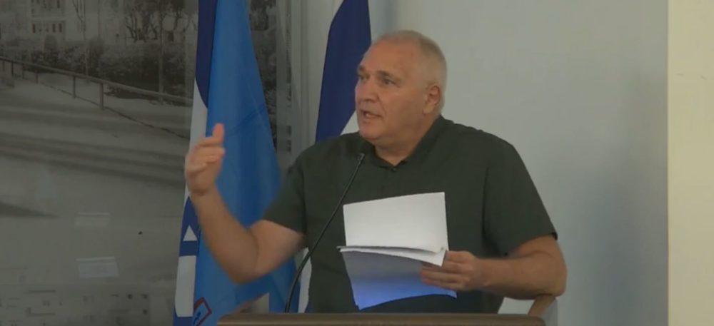 אביהו האן בישיבת מועצת העיר (צילום: עיריית חיפה)