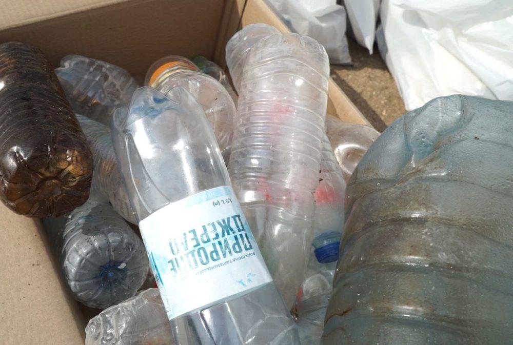 בקבוקי פלסטיק - יום ניקיון החופים בחיפה - שומרי הים של בת גלים - 30/10/20 (צילום: חי פה - חדשות חיפה)