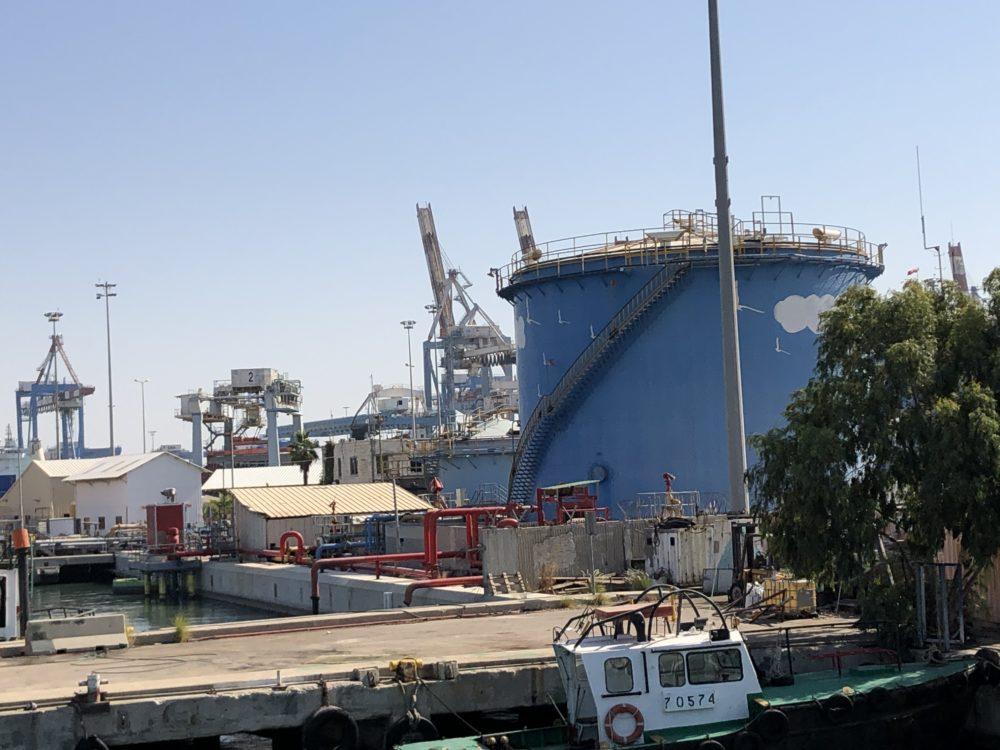 מסוף הדלקים ליצוא בנמל חיפה (צילום: ירון כרמי)