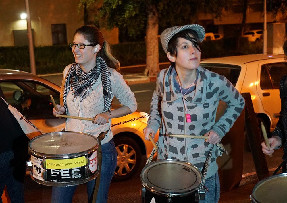 הפגנת תושבי הדר מול עיריית חיפה - 3/3/2015 (צילום: ירון כרמי)