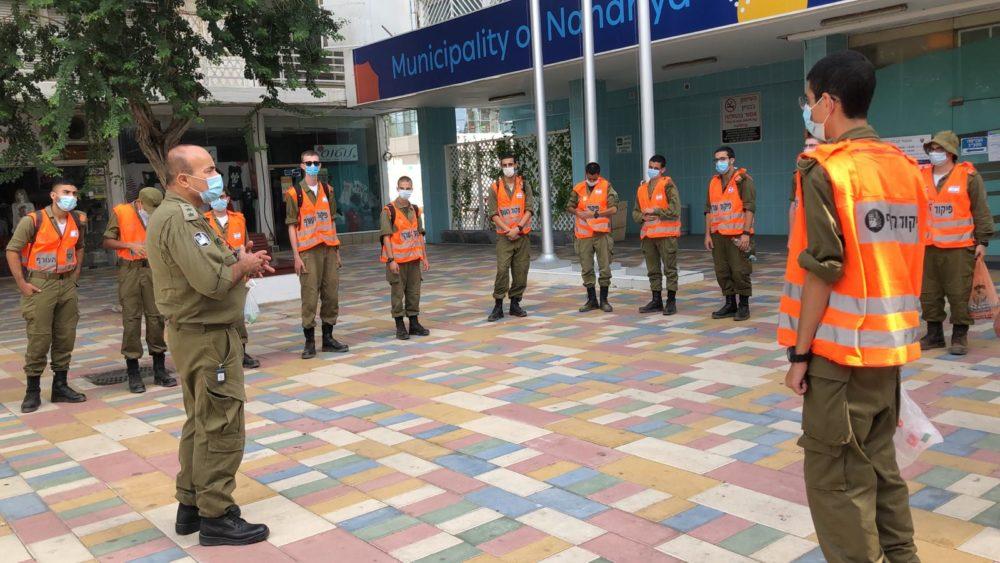 """חיילי פיקוד העורף - סיוע לעורף האזרחי במאבק במגיפת הקורונה (צילום: דובר צה""""ל)"""