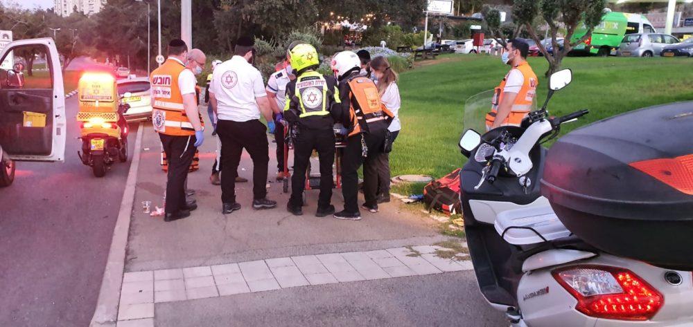 """הולך רגל נפגע מרכב בדרך פיק""""א בחיפה (צילום: איחוד הצלה)"""