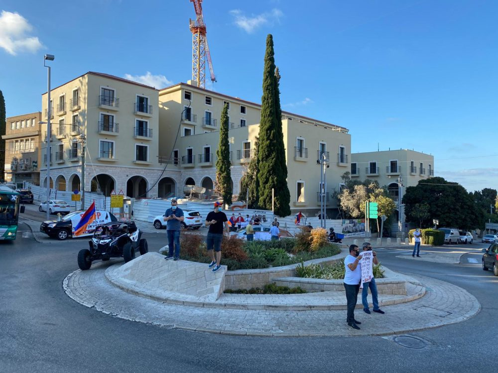 מחאת הארמנים בחיפה: אל תמכרו נשק לאזרביג'אן (צילום: סרג׳ בידויאן)