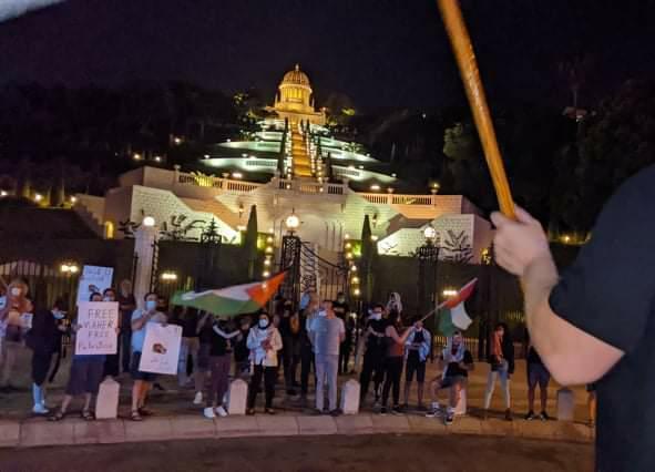 פעילי ימין מול מפגינים ערבים בהפגנה בחיפה למען שחרורו של העציר המנהלי מאהר אח׳רס (צילום: גרי קורן)