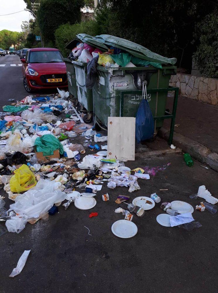אשפה ברחובות חיפה (צילום: איציק ברקו)
