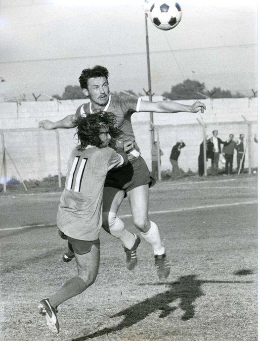 עצמון במדי הפועל חיפה (צילום באדיבות האתר הרשמי של הפועל חיפה בכדורגל)