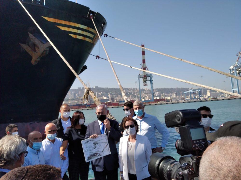 """ראה""""מ בביקור בנמל חיפה (צילום: דוברות עיריית חיפה)"""