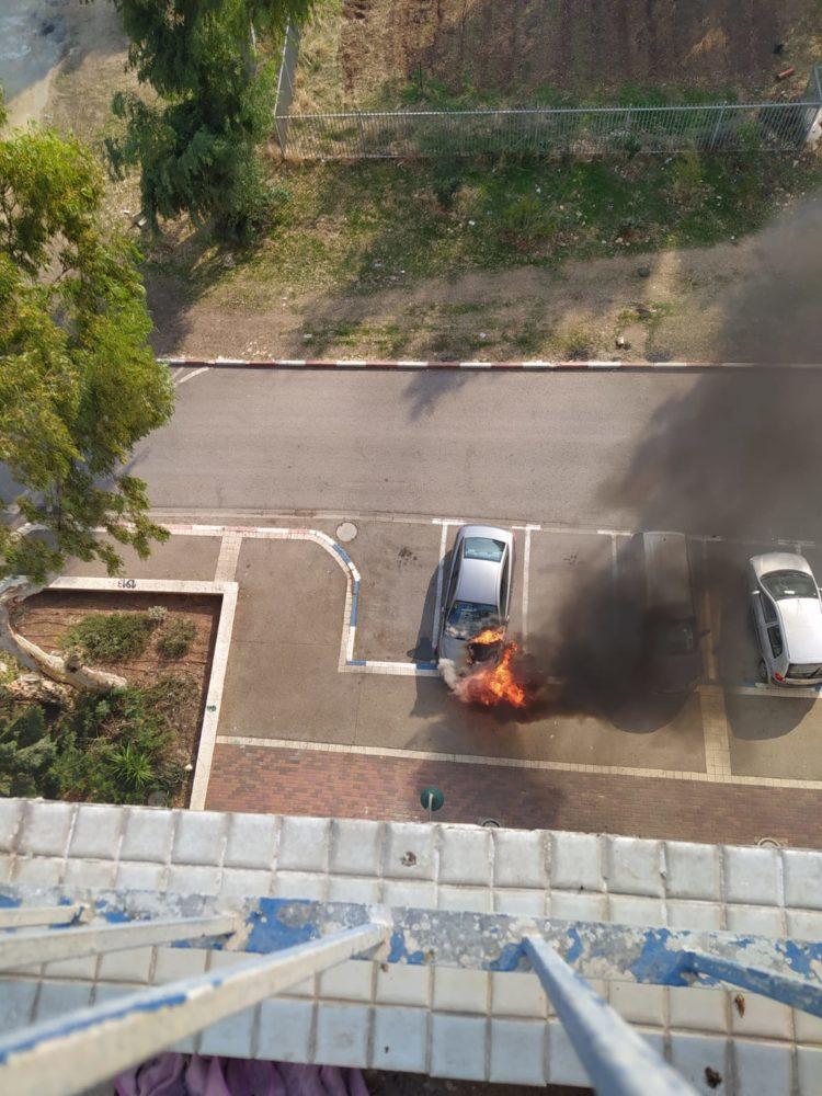 """שריפת רכב בחי""""ל בחיפה (צילום: דניאל בן אהרן)"""