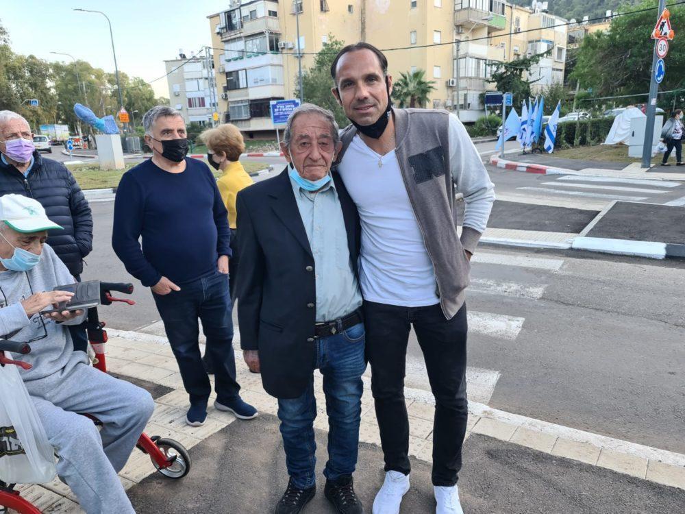 """חנוכת כיכר על שמו של השוער אבי רן ז""""ל בחיפה (צילום: יוסף הירש)"""