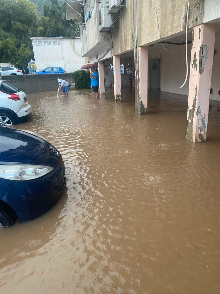 הצפת מבנה בשדרות ההגנה 49 בחיפה (צילום: אבנר דהן)