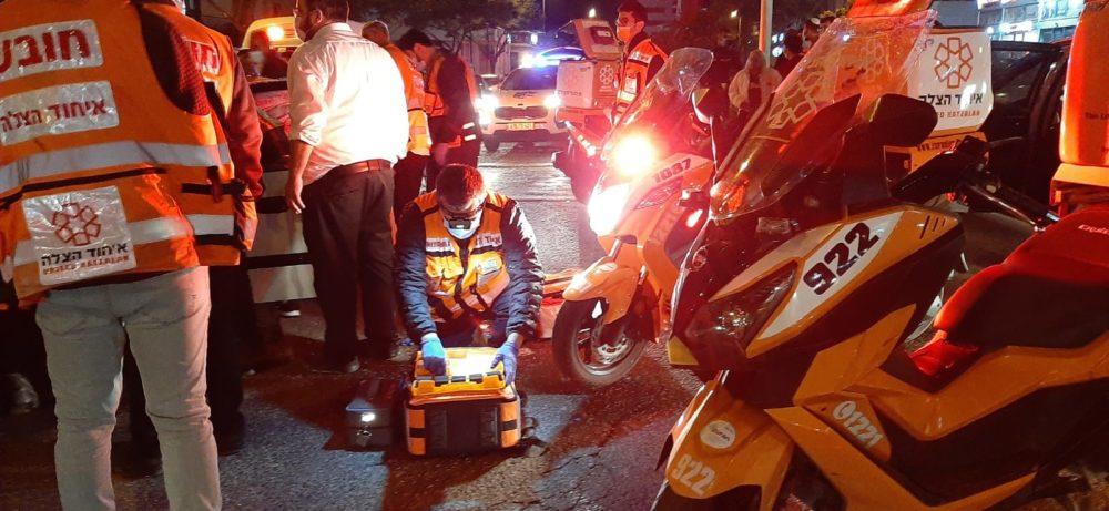 תאונת דרכים ברחוב העצמאות בקריית אתא (צילום: איחוד הצלה)