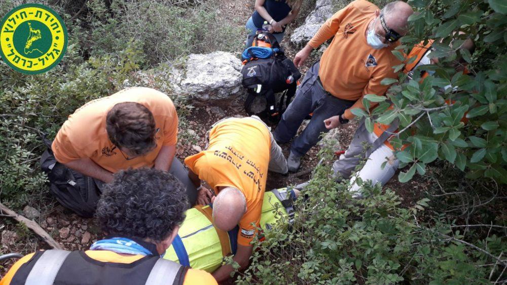 חילוץ מטיילים שסבלו מחבלות בגפיים בטיול בנחל אורן (צילום: מאת יחידת חילוץ גליל-כרמל)