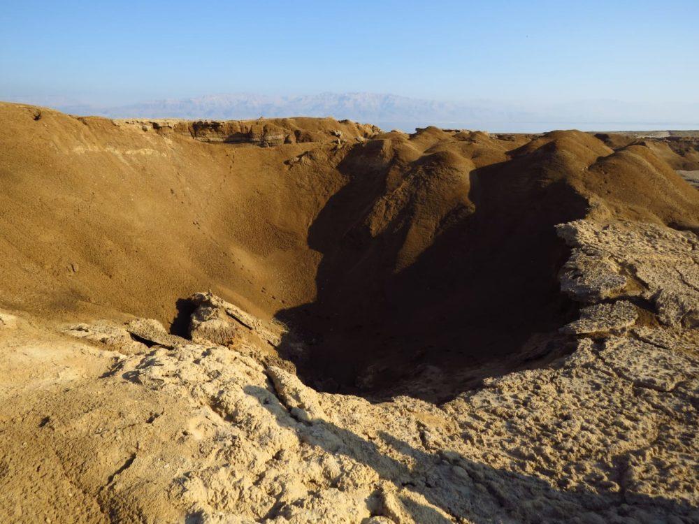 בולען ים המלח (צילום: מוטי מנדלסון)