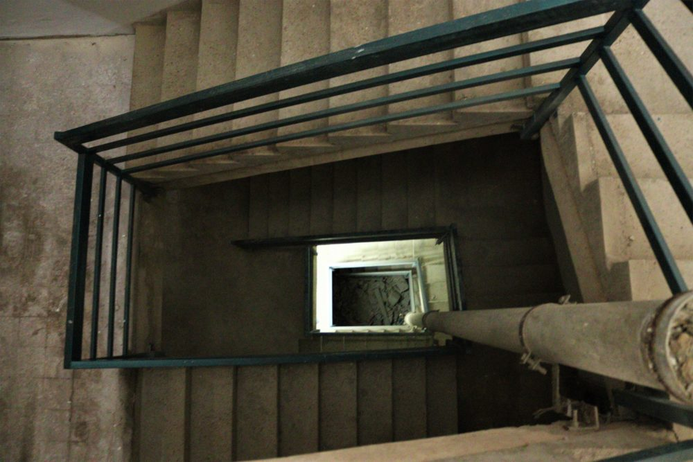 מדרגות הבניין ברחוב סירקין (צילום: עומר מוזר)