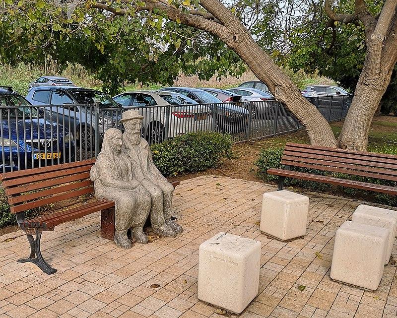 פסל זוג | נחלת ראובן(ישראל פרקר, מתוך אתר פיקיוויקי)